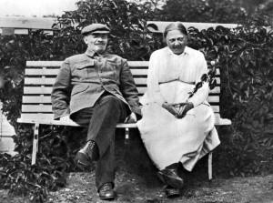 Ленин и Крупская в Горках, 1922 г. Фото: oldtimewallpapers.com